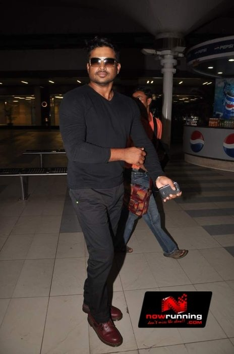 Madhavan snapped at the airport. More pictures at http://www.nowrunning.com/event/bollywood/big-b-madhavan-and-fardeen-khan-snapped-at-the-airport/57901/gallery.htm