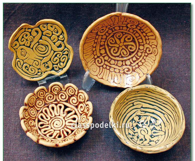 Сувенир из керамики в виде старинного блюда своими руками.