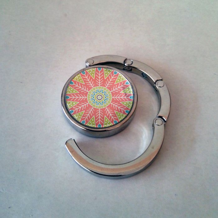 Fém mágnesen táskatartó mandala mintával. #taskatarto #taska #noiajandek