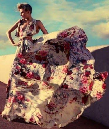Los vestidos estampados de fiesta, de colores y diseños variados, como florales, animal print, abstractos, están de moda para estas fiest...