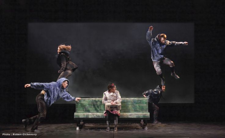 « I on the sky is a beautiful little poetic movement play by Montreal's DynamO Théâtre created for young audiences, but it is so artfully done, adults could easily appreciate, and be moved emotionally. » Vance - Tapeworthy (Photo credit: Robert Etcheverry)