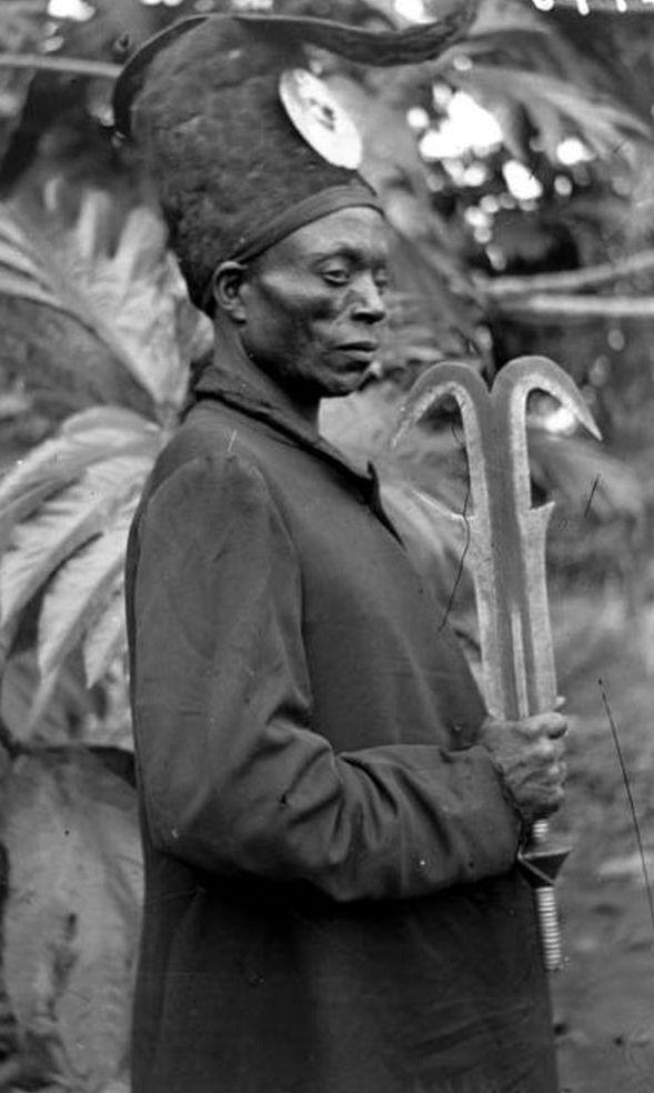 "Africa   ""Chief Baboma, Mabembele village, Bongo region"" . Lac Léopold II, Mai-Ndombe, Bandundu, DR Congo   ca. 1913/4   ©Philippe Tits; African Museum Belgium Collection"