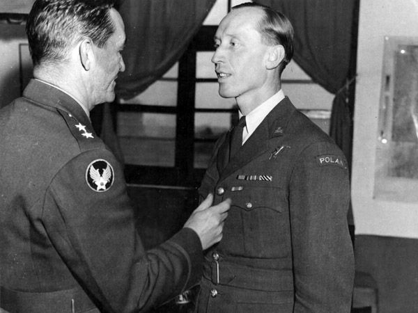 """Polish pilot Mjr.  Witold Urbanowicz being award with the Air Medal by Maj. Gen.  Claire Chennault (C.O. of 14th AF in China), 11 January 1944. Urbanowicz received the Air Medal for his combat activity with 75 FS/23rd FG """"Flying Tigers"""" in China from October to December 1943.The award's accompanying orders giving a  brief description of his activities in China; 'Major Urbanowicz  distinguished himself by meritorious achievement in arial fighting  during his voluntary servi..."""