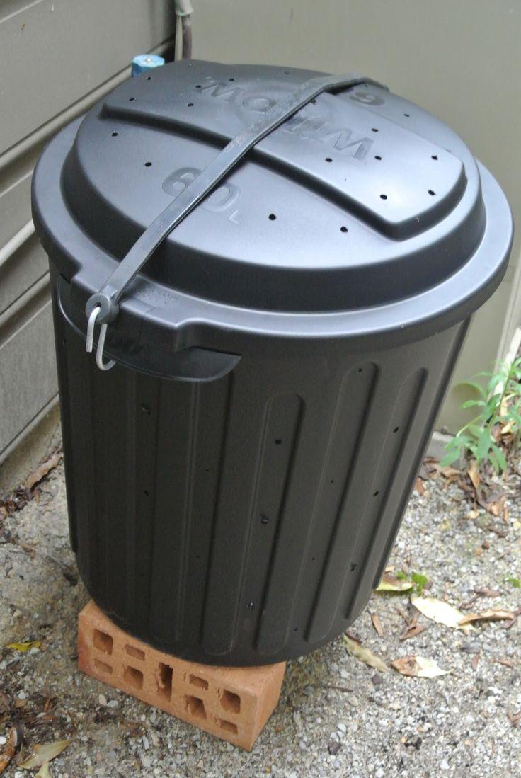 DIY compost bin http://justatouchofnutmeg.blogspot.com.au/2013/04/composting.html