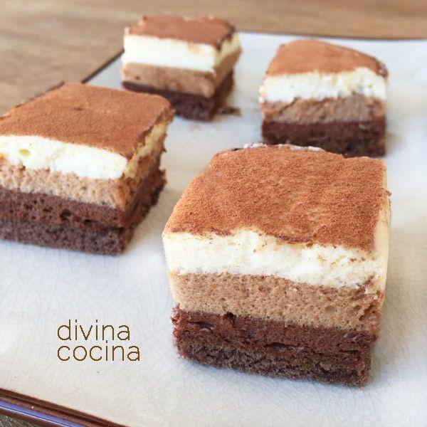 Esta receta de pasteles de mousse tres chocolates se elabora como la clásica tarta pero con textura más esponjosa al batirse las mezclas en la batidora.