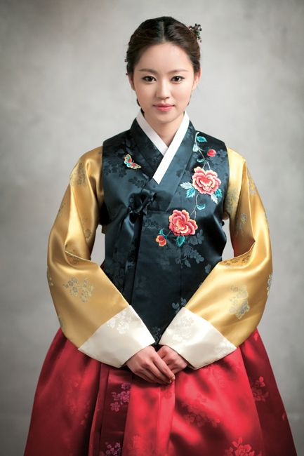 한복 Hanbok : Korean traditional clothes[dress] KOREAN ANTIQUITIES : More At FOSTERGINGER @ Pinterest