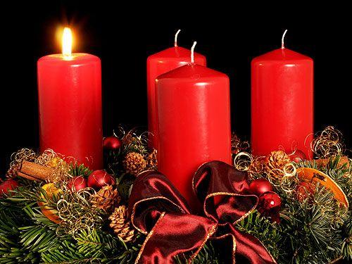 1.#Adventskranz, typisch mit roten #Kerzen zu #Weihnachten