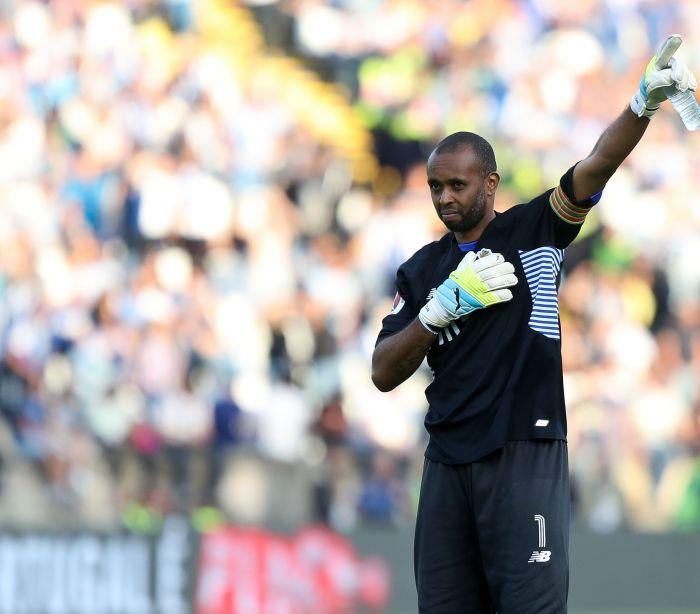 """Foi através das redes sociais que Helton quis falar sobre a rescisão de contrato com o FC Porto. O guarda-redes brasileiro explicou que """"não houve má fé"""" n"""