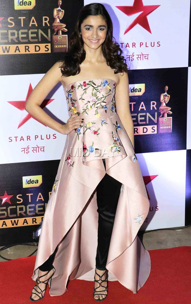 Alia Bhatt at the Star Screen Awards 2016