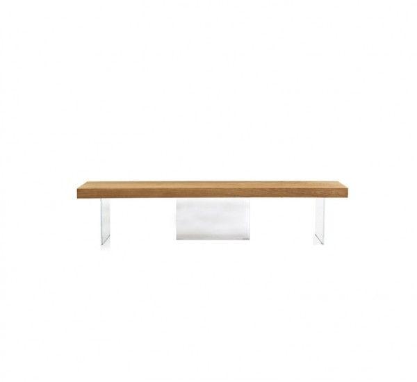 La panca Air Wildwood di Lago si caratterizza per un design caldo e leggero. Un contrasto materico affascinante tra la seduta in legno, con il suo peso solido e robusto, e la struttura in vetro esile, trasparente ed extra-leggera. Una panca che si adatta per essere abbinata con il tavolo dell'omonima collezione, per essere inserita in una cucina stilisticamente perfetta o in un ambiente living per comletare l'area pranzo. Seduta in Rovere Naturale