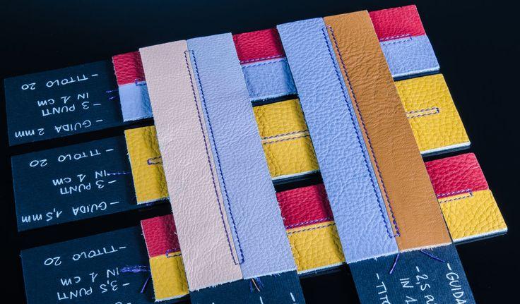 Cucitura esterna, in modo da valorizzare ancora di più il lavoro dei nostri artigiani e arricchire i quadernetti di una maggiore personalità.