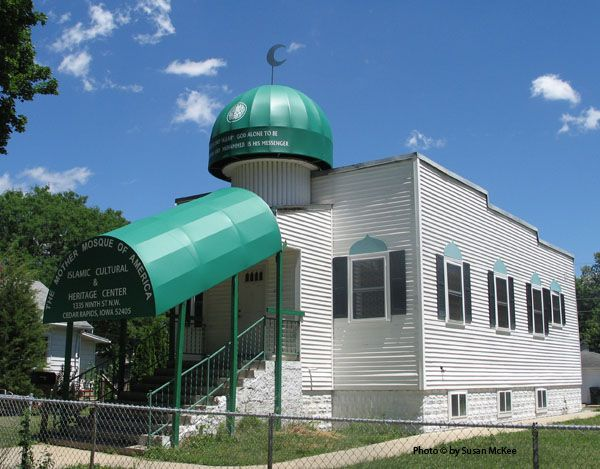"The Mother Mosque of America,{oldest Mosque in the US) in Cedar Rapids, Iowa,Construction was completed on February 15, 1934..  On one side of the main entrance, a sign read ""Moslem Temple"" and on the other side a sign with the Arabic message ""Al-Nadi Al-Islami"" meaning the ""Islamic Club."" The oldest mosque in the USA was constructed in 1929 in Ross, N Dakota but it was torn down in 70s and rebuilt."
