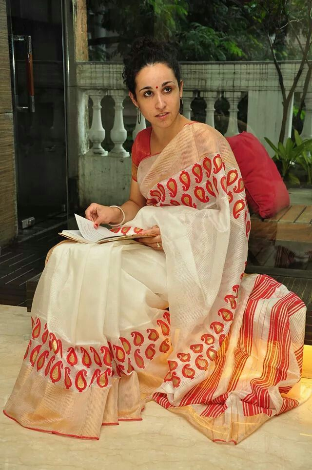 shada saree, lal pad.....ByLoom