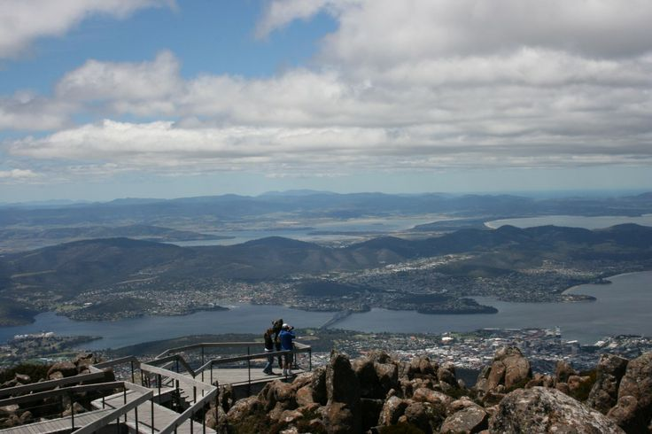 An article on the for's and against's of a cable car to the summit of mount wellington.