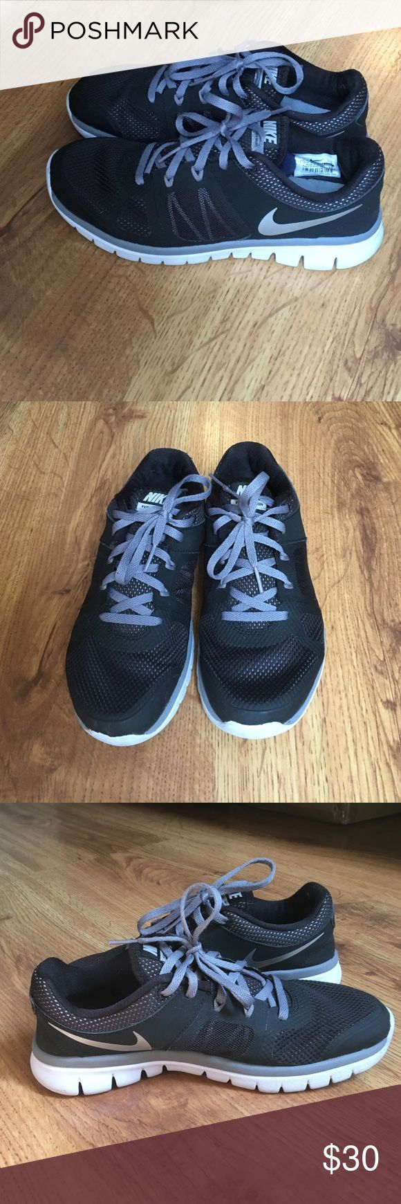Nike black tennis shoes women's size 7 ➡️Nike black tennis shoes women's size 7 ➡️Women's size 7 ➡️Great for back to school  ➡️GOOD CONDITION  ➡️Super comfortable  ⚡️Fast Shipping  🤑Bundle discounts 🚫No trades🚫 Nike Shoes Athletic Shoes