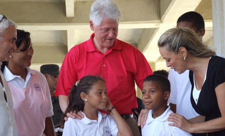 Frank Giustra (far left), President Clinton, and Maria Emma Mejía, executive director of the Fundación Pies Descalzos, meet students at the Pies Descalzos school in Barranquilla, where CGSGI supplies two meals a day to students (Shakira's foundation)