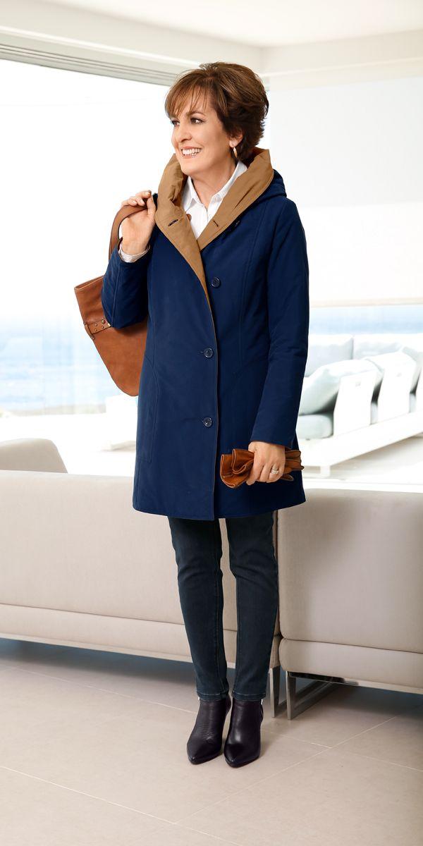Eine Jacke – zwei Looks: Mit dieser tollen Jacke können Sie nach Garderobe und Laune entscheiden, wie Sie dem Herbstwetter trotzen möchten: in Blau oder in Hellbraun! Auch Paola Felix ist ein Fan dieses kuscheligen Multitalents!