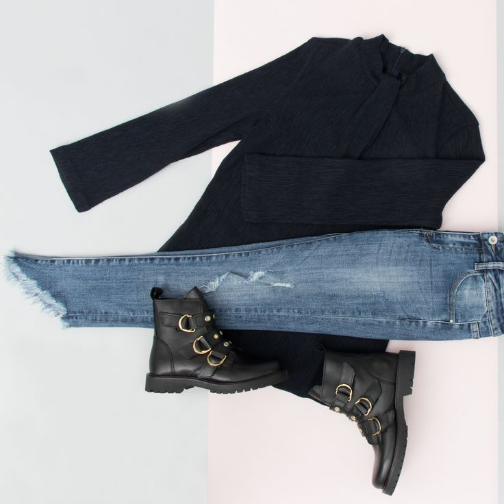 Outfit of the day ✨ #fashion #look #outfit #style #gutsgusto #lookbook #inspiration #denim #bikerboots #cool #newclothes #coolstyle #black #blue #goldendetails
