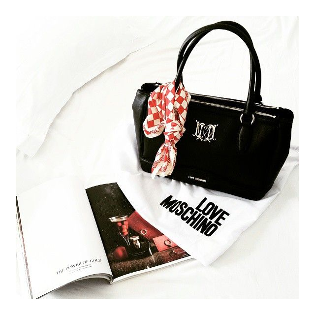Le borse sono i nuovi gioielli.  #lovemoschino #newin #moschino #bag  ____________________________ #dressingandtoppings #moschino #newin #newbag #bonjour #goodmorning #instabag #handbag #borsa #today #forme #today #instagood #instamoments #inspiration #instapic #latergram #niceday #picoftheday #thatsdarling #tbt #vscocam #buongiorno #essential #fashionable #fashiongram #fashion #instafashion