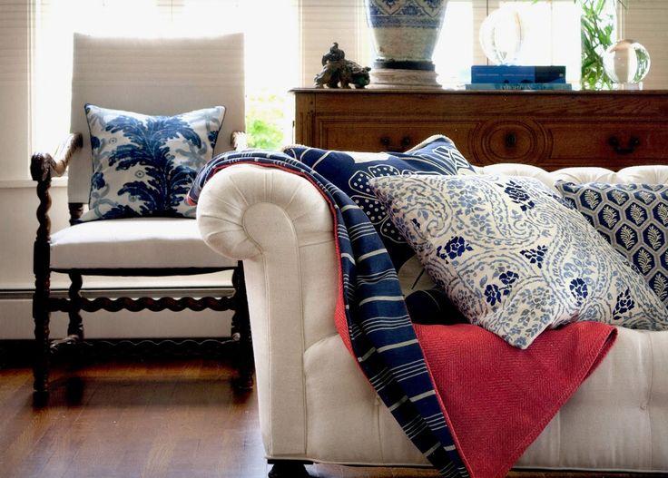 Миссия «Перестановка» и сложна и проста одновременно. Давайте возьмем за основу два основных правила:  Убрать кровать, кресла и диваны со сквозняков. Зоны для отдыха поместить в места с самым ярким светом. Так в центре внимания окажутся места для чтения, обеденный стол и набор мягкой мебели. #home_decor