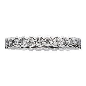 GRAFF(グラフ)の結婚指輪、スキャロップセッティングのご紹介です。ラウンドシェイプのアウトラインにダイヤモンドをセットしたデザイン性のあるエタニティ。©GRAFF DIAMONDS LIMITED【ゼクシィ】なら、GRAFF(グラフ)のマリッジリングも多数掲載中。