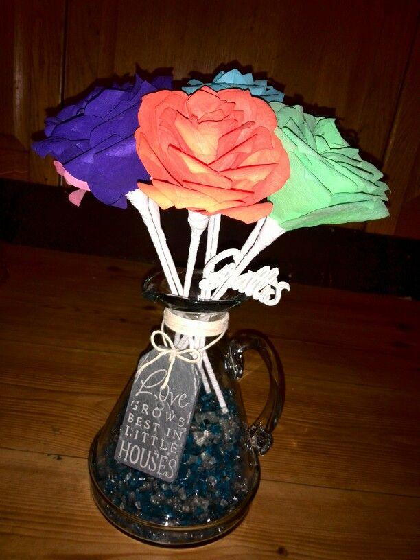 ⚪natta.lk @ instagram⚪ Gör det själv   DIY   Jag har gjort en Bukett med Kaffefilterrosor i många olika Färger som jag satt i en tillbringare som fick agera vas, till vatten använde jag glaskross, Vacker gåva till en god vän!    Bouquet Coffee Filter Roses Color