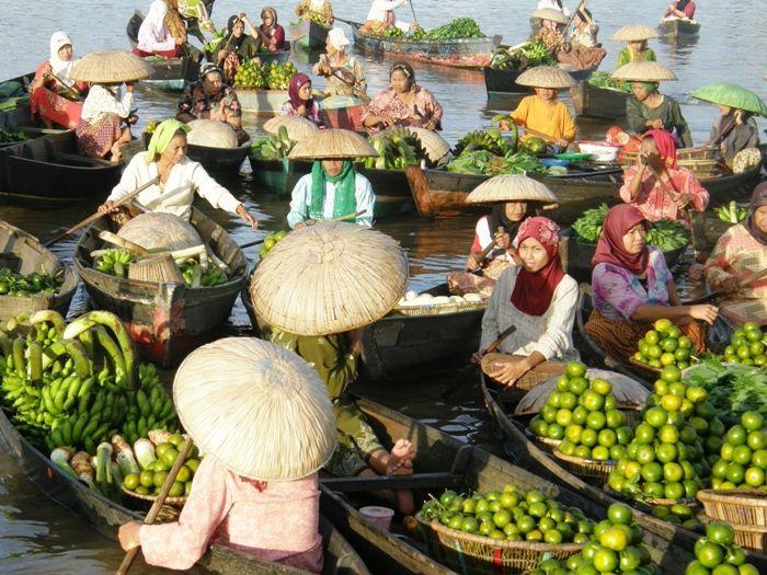 http://www.trekearth.com/gallery/Asia/Indonesia/Kalimantan/Kalimantan_Selatan/Banjarmasin/photo1257831.htm