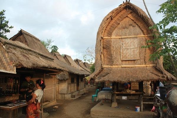 Rumah Adat Dusun Sade, Refleksi Budaya Sasak | Wisata Pulau Lombok NTB