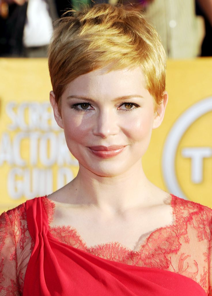 Michelle Williams; constant perfection.Pixie Cuts, Haircuts Ideas, Awards 2012, Makeup Looks, Michelle Williams, Hair And Makeup, Shorts Bangs, Red Carpets Hairstyles, Sagging Awards