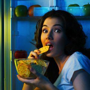 ODCHUDZANIE NIE DZIAŁA? WINNA PSYCHIKA !  O otyłości coraz głośniej. A odchudzić się nie łatwo. Dlaczego, pomimo diet i katorżniczych zasad masa ciała nie spada albo powraca z takim samym efektem? Kiedy przychodzi moment zwątpienia i niechęć do diet, znów krzyczą wielkie tytuły z gazet o tym, że otyłość to choroba społeczna. Koło się zamyka. KLIKNIJ W ZDJĘCIE I CZYTAJ DALEJ !