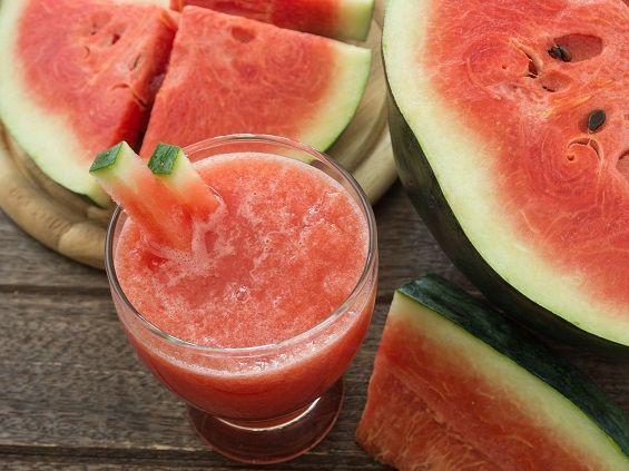 WHICH IS BETTER FOR YOU – JUICING OR SMOOTHIES?