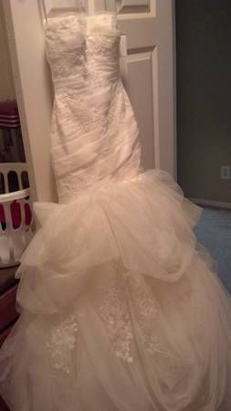 Can't go wrong with Vera Wang #usedweddingdress avail. on Hustle Your Bustle