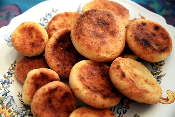 Recipe: Colombian corn and cheese arepas || Photo: Hiroko Masuike/The New York Times