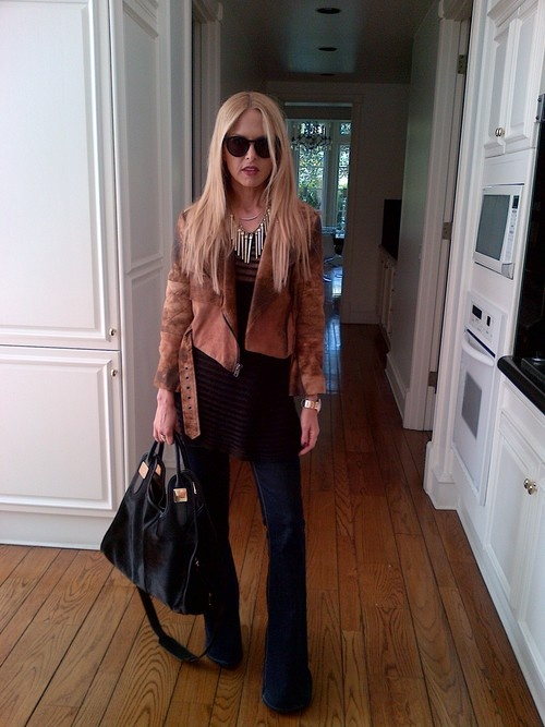 Cute outfit. Digging the brown-on-black combo + great bag and necklace.