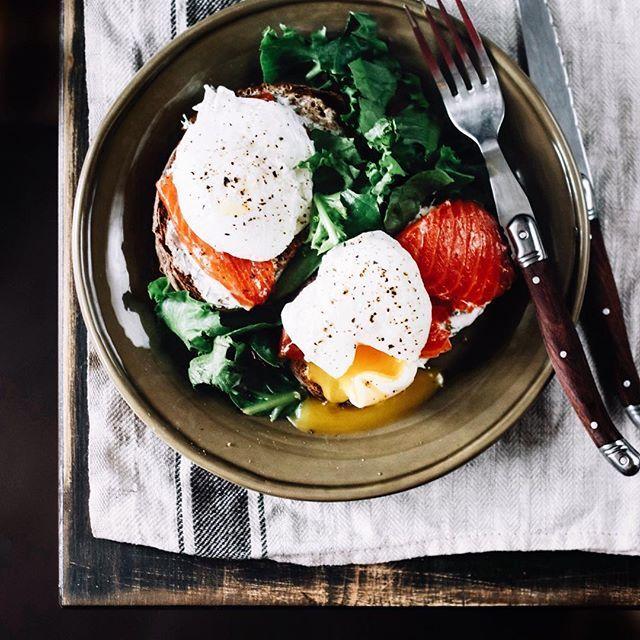 На воскресном завтрачном (такое слово вообще есть?) 😂 фронте без перемен 🌿  Завтрак стабильно начинается в обед 🌿 да и по размеру соответствует 💪🏻  Заедаю стресс перед завтрашней сдачей задания 😂💩🌿 Как ваши выходные?