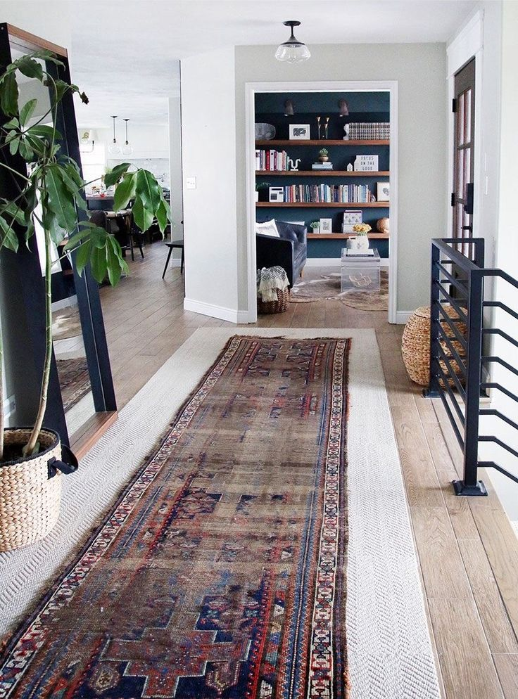 Such a gorgeous entryway. Love this vintage rug!