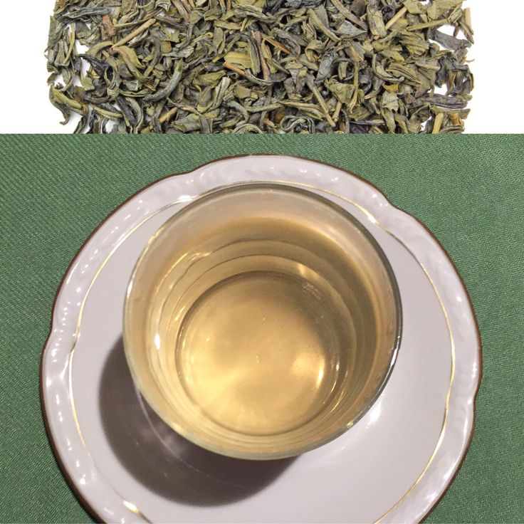"""Dentro de la línea recién creada """"Té Valle Solidario"""". Un blend a base de: refrescante té verde chino: CHUN MEE (""""valiosa frente""""), de matices dulces maridando con un astringente olivo, y un perfumado tomillo.  Oriente en Castilla. Una combinación curiosa e innabitual. Escaso en cafeína. Transparente y ligeramente amarillo. Rico en teoflavinas y flavonoides. 60º. 2m #green #tea"""