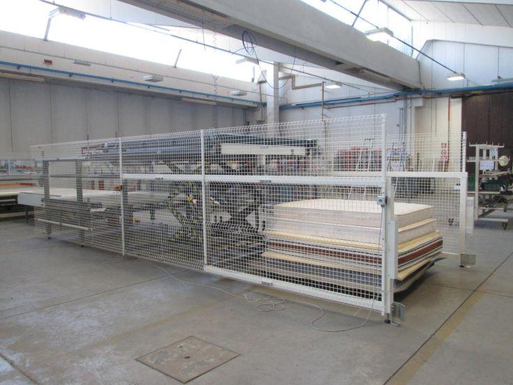 L'impilatore automatico Resta H290 permette di immagazzinare materassi, lastre di gomma, sommier uno sopra l'altro in maniera automatica e efficace.