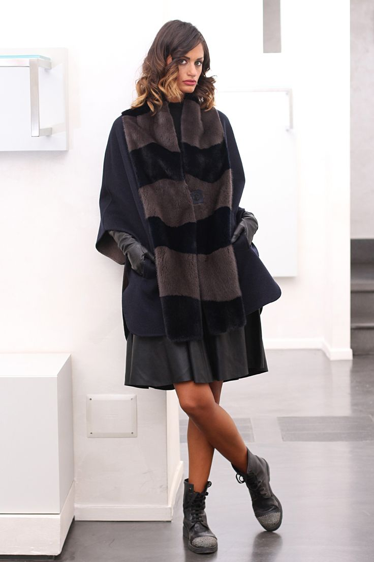 Сashmere poncho with Mink. Made in Italy. Skins Quality: LORO PIANA – KOPENHAGEN FURPLATINUM; Color: Blu – Brown; Closure: With hooks; Collar: Round; Length: 80 cm; #elsafur #fur #furs #furcoat #mink #minkcoat #cappotto #peliccia #pellicce #loropiana #cachemere