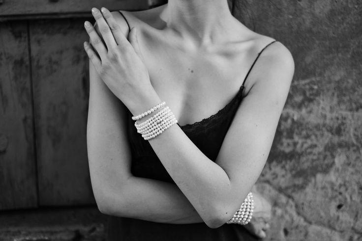 #sweetpearls  #jewelry #outfitoftheday #blackandwhite #armband  #todaysoutfit#braccialeconperle #bracciale #bracciali