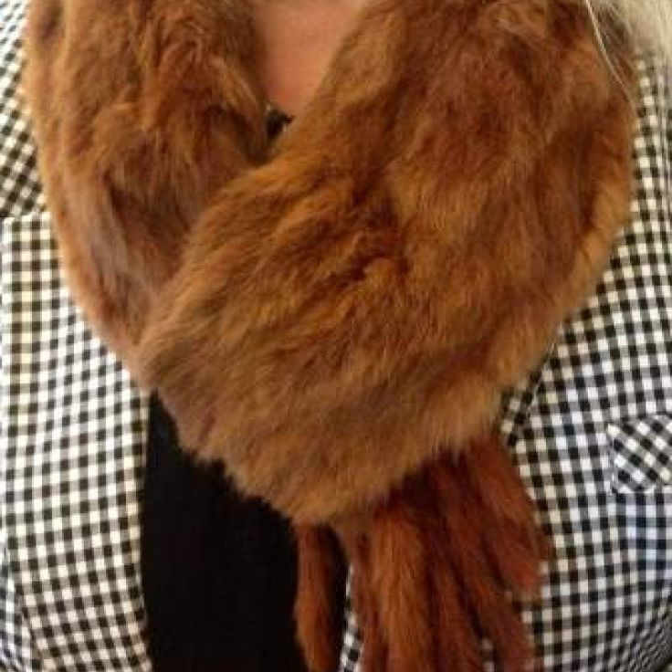Red Fox Fur Collar/Scarf – circa 1930's on Velvet Rose's Pin Up Dressing Room - The vintage shop tailored to you #Vintagefur  #ChristmasPresent Free Postage within Australia