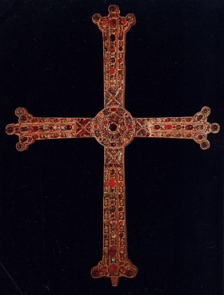 La Cruz de la Victoria es una cruz latina que se encuentra en la Cámara Santa de la Catedral de Oviedo. Alfonso III el Magno, rey de Asturias, la donó a la Catedral de San Salvador de Oviedo en el año 908, según consta en una inscripción colocada en el reverso de la cruz. Es el principal símbolo representativo del Principado de Asturias, al figurar tanto de su bandera como su escudo.