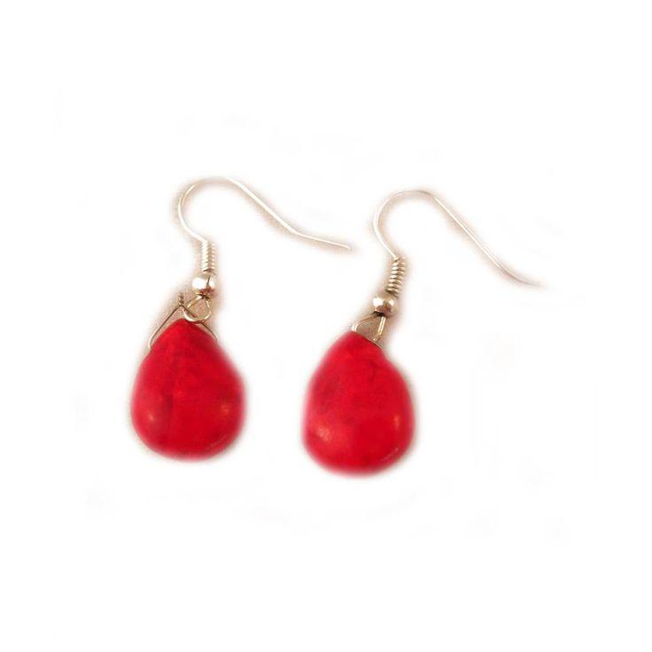 Handgemaakte zilveren oorbellen met rode steen
