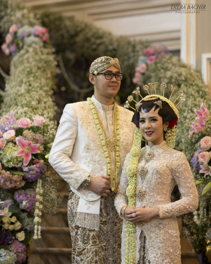 A Grand Javanese Wedding With A Butterfly Garden Theme | http://www.bridestory.com/blog/a-grand-javanese-wedding-with-a-butterfly-garden-theme