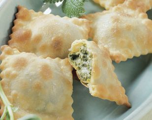 Gebackene Ravioli mit Zitronenmelisse-Pesto - Rezeptdatenbank - Swissmilk