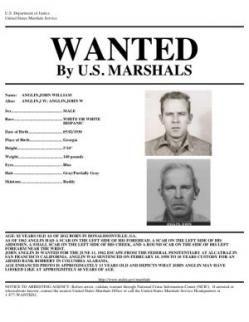 El misterio de la fuga de Alcatraz  Para el FBI, una de las pruebas más concluyente de que los hermanos John y Clarence Anglin lograron escapar con vida y no perecieron en las frígidas aguas que rodean a la prisión de Alcatraz fue el hecho de que la madre de estos recibió cada año hasta su muerte un ramo de flores –sin tarjeta- por su cumpleaños.