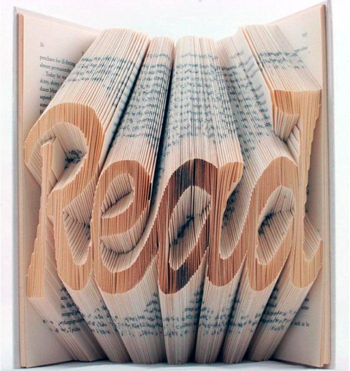 """Les créatifs Véronica et Isaac Salazar dévoilent leur amour des mots et leur passion pour l'origami dans cette série baptisée Book of Art. Ils transforment les livres en création 3D grâce à de multiples pliages très précis. Le livre devient en """"un mot"""", une œuvre d'art, un objet recyclé."""