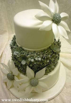 Floral Wedding Cake | Flickr - Photo Sharing! by catrulz