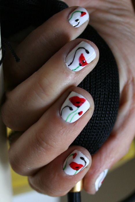 This nail art reminds me of Flower by Kenzo. Love the poppies.