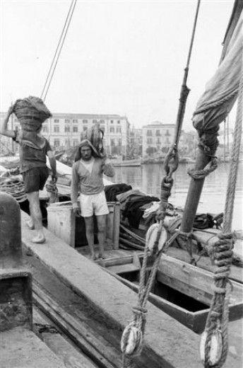 """#palermo, i vecchi """"saurrieri"""" della Cala quando la sabbia arrivava a vela"""